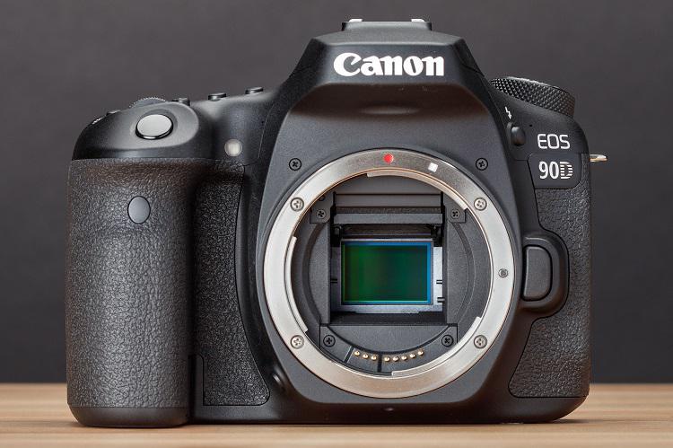دوربین دیجیتال کانن مدل 90D همراه با لنز Canon EOS 90D EF-S 18-135mm IS USM